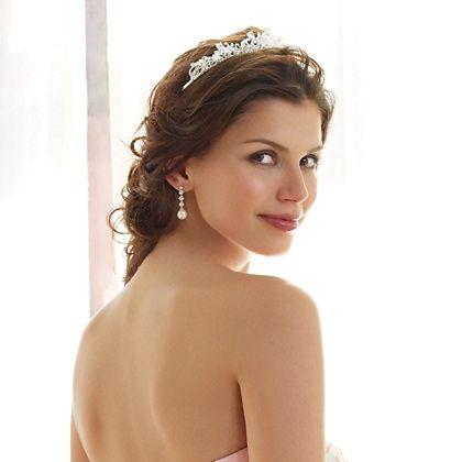 fryzura ślubna z diademem