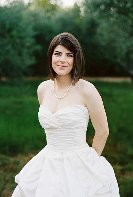 fryzura ślubna z prostych krótkich włosów