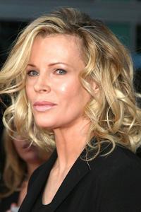 fryzura z Hollywood dla mamy panny młodej z długich rozpuszczonych kręconych włosów
