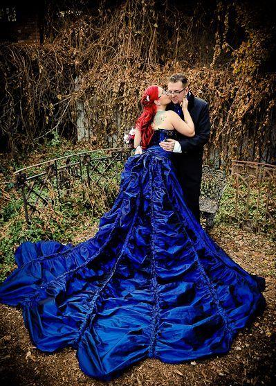granatowa suknia ślubna