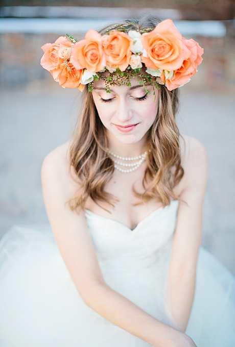 imponująca korona z brzoskwiniowych róż