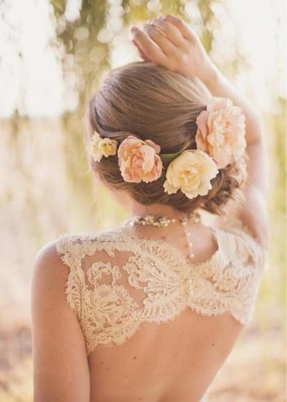 ozdoba do fryzury ślubnej z żywych kwiatów