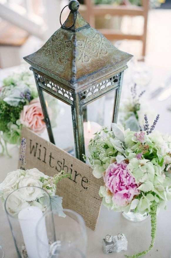 latarenka jako dekoracja stołu weselnego