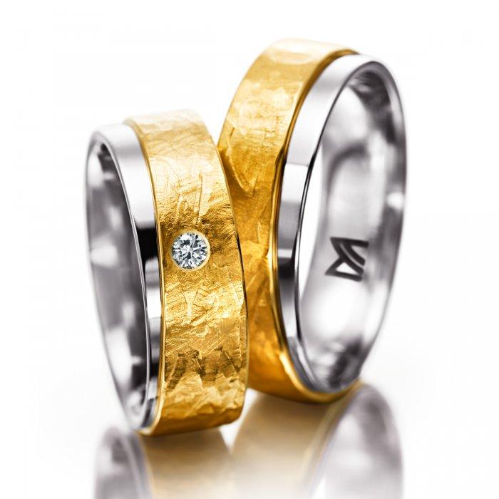 oryginalne obrączki ślubne z łączonego złota z ciekawą fakturą