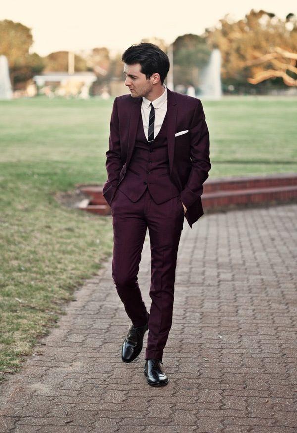 elegancki pan młody w trzyczęściowym garniturze