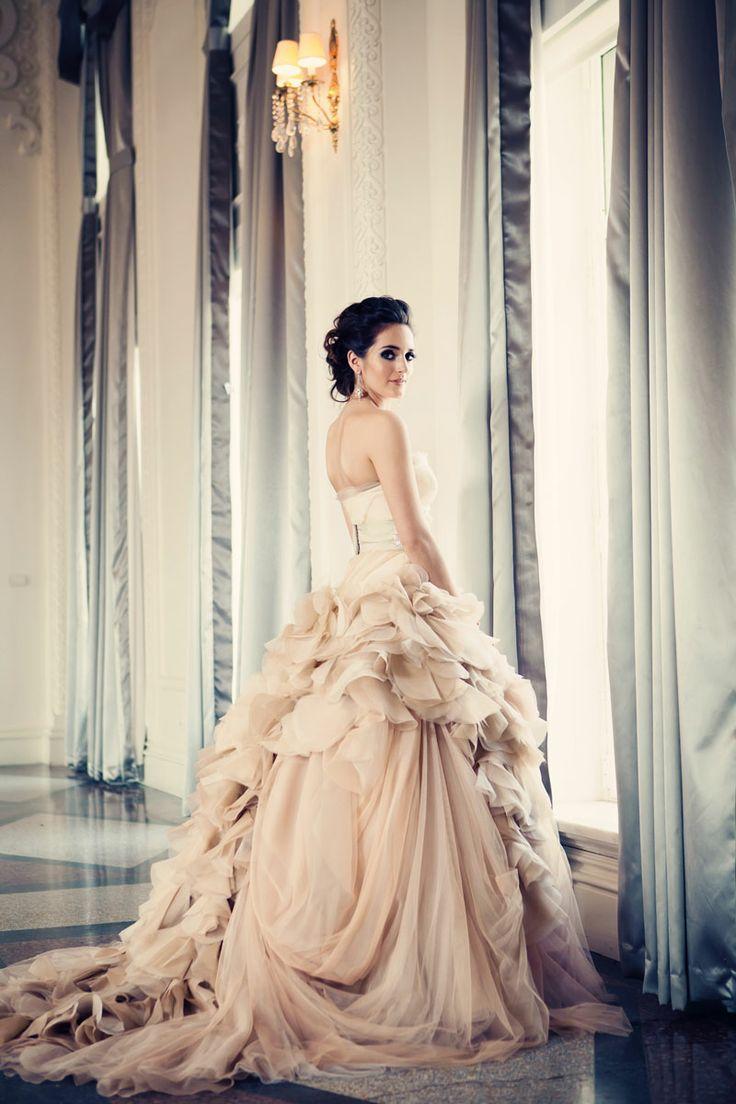 panna młoda w sukni w stylu księżniczki