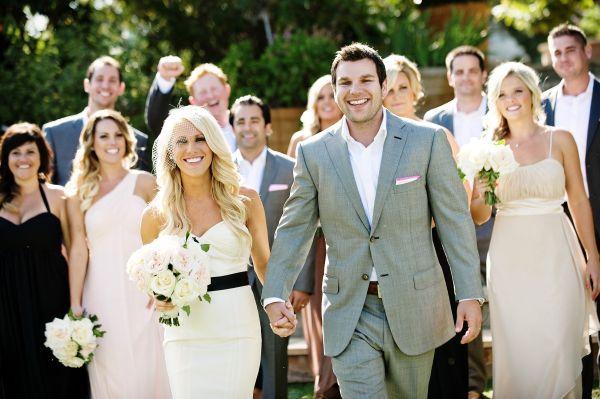 państwo młodzi i goście weselni
