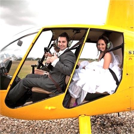 para młoda w helikopterze