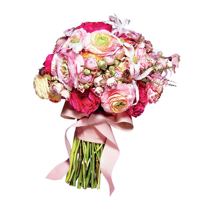 romantyczny bukiet ślubny z różowymi piwoniami