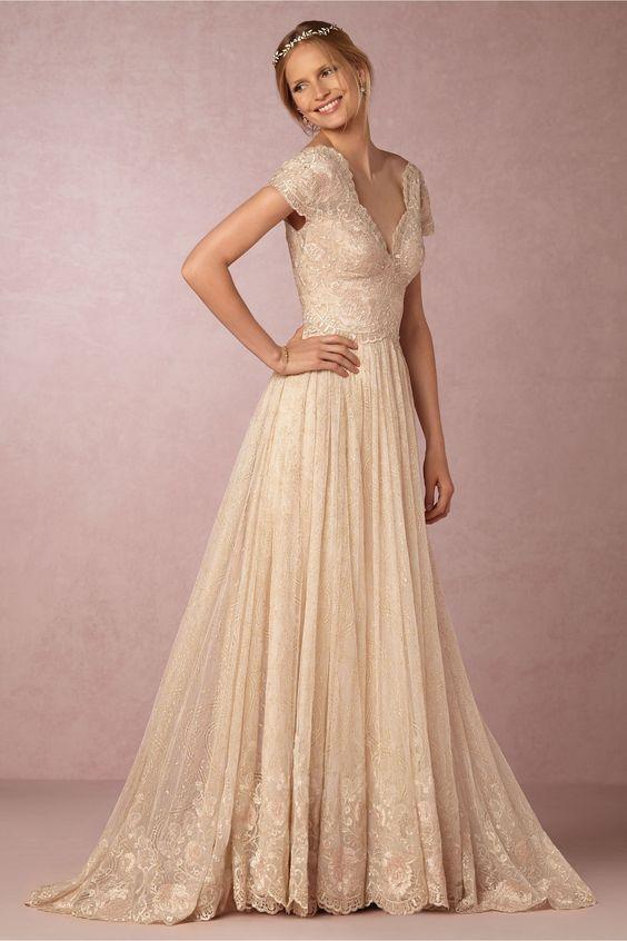 Pastelowa suknia ślubna - do jasnej karnacji