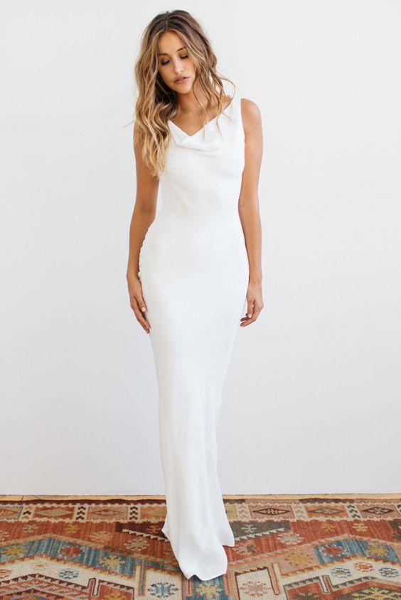 Suknia ślubna w kolorze chłodnej bieli - do oliwkowej karnacji