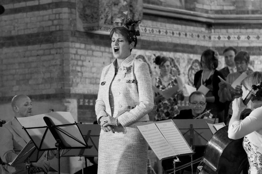 śpiewaczka na ślubie w kościele