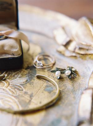 staromodna biżuteria ślubna