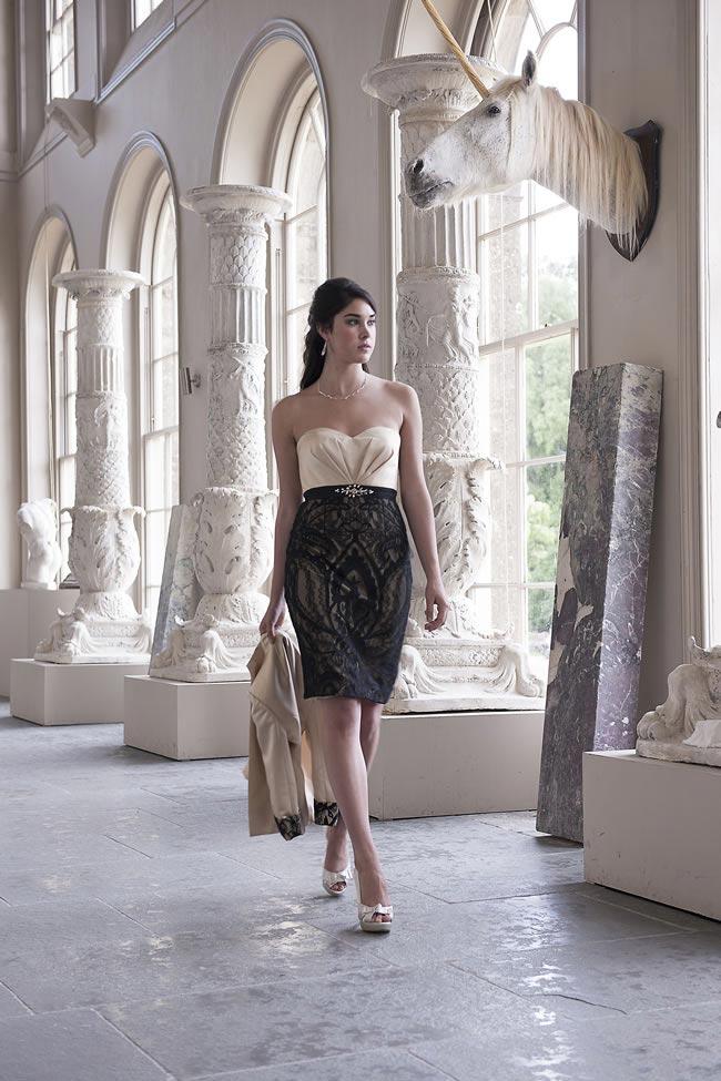 sukienka dla mamy panny młodej z koronkową spódnicą