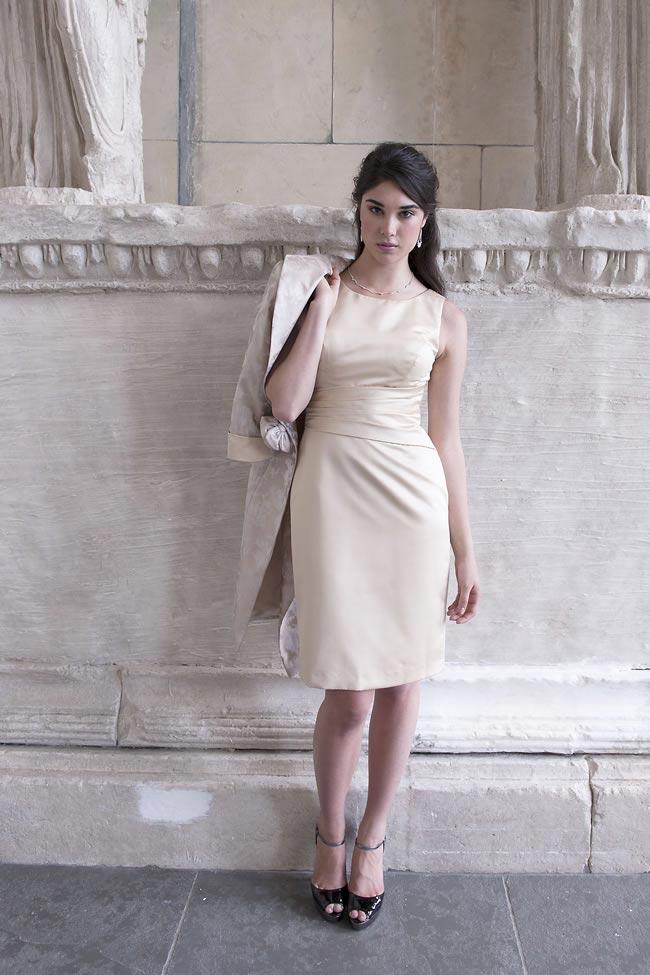 sukienka ecru z zabudowanym dekoltem dla mamy panny młodej