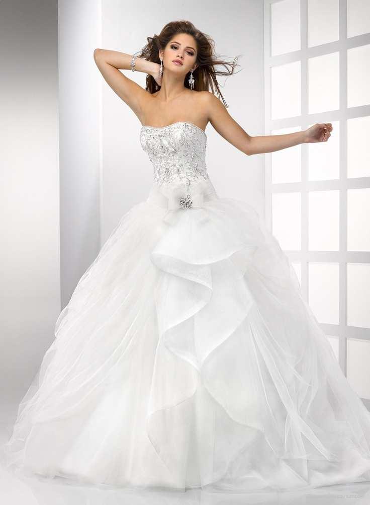 suknia ślubna z rozłożystą spódnicą