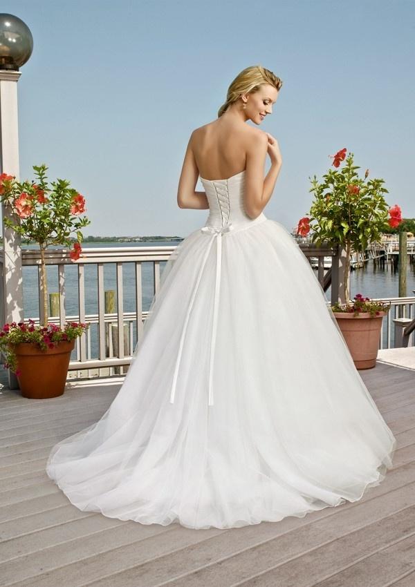 model sukni ślubnej księżniczka
