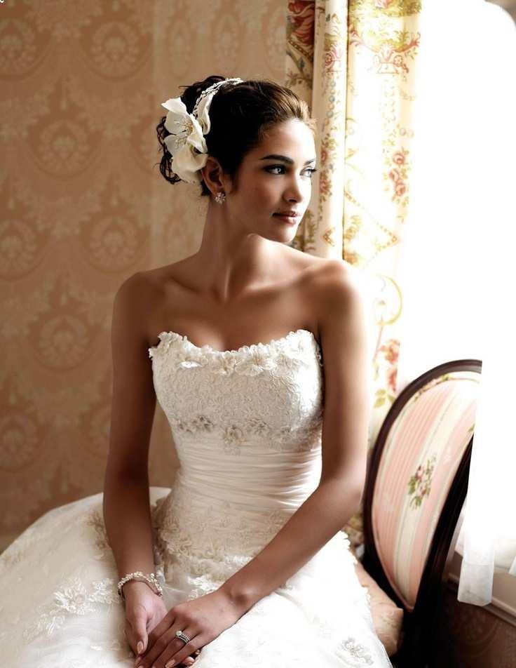 suknia ślubna z odsłoniętymi ramionami