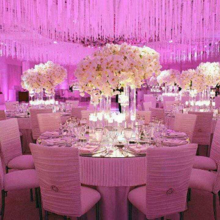 świetlne dekoracje na sali weselnej
