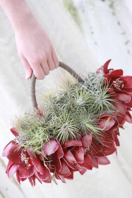 torebka ślubna z orchidei i oplątwy