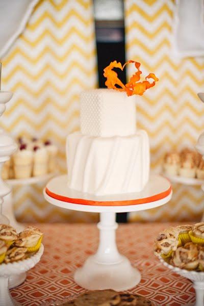 tort weselny z pomarańczowymi dodatkami