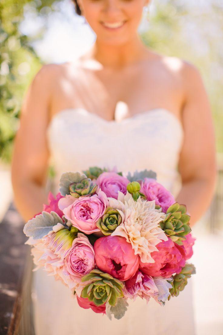 wiosenny bukiet ślubny z dalii