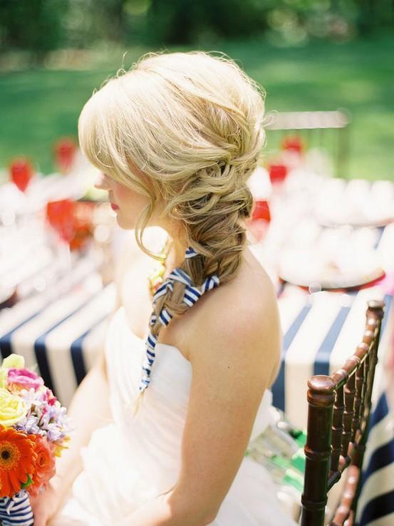 wstążka jako ozdoba fryzury ślubnej