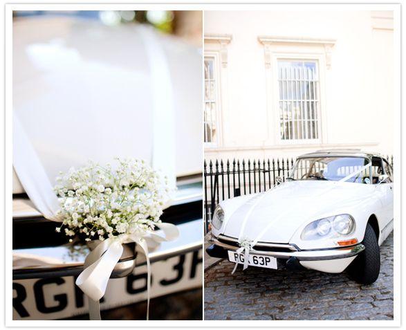 wstążka na samochodzie ślubnym