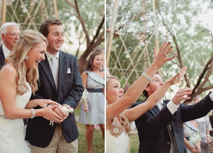 wypuszczanie białego gołąbka przez parę młodą na ślubie