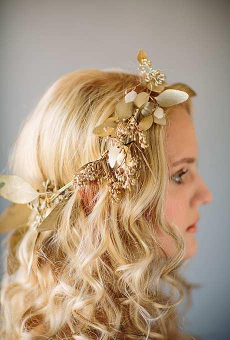 złota korona z kwiatów na ślub